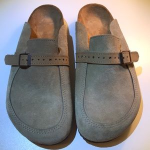 Like new Birkenstock size 38 taupe suede clogs